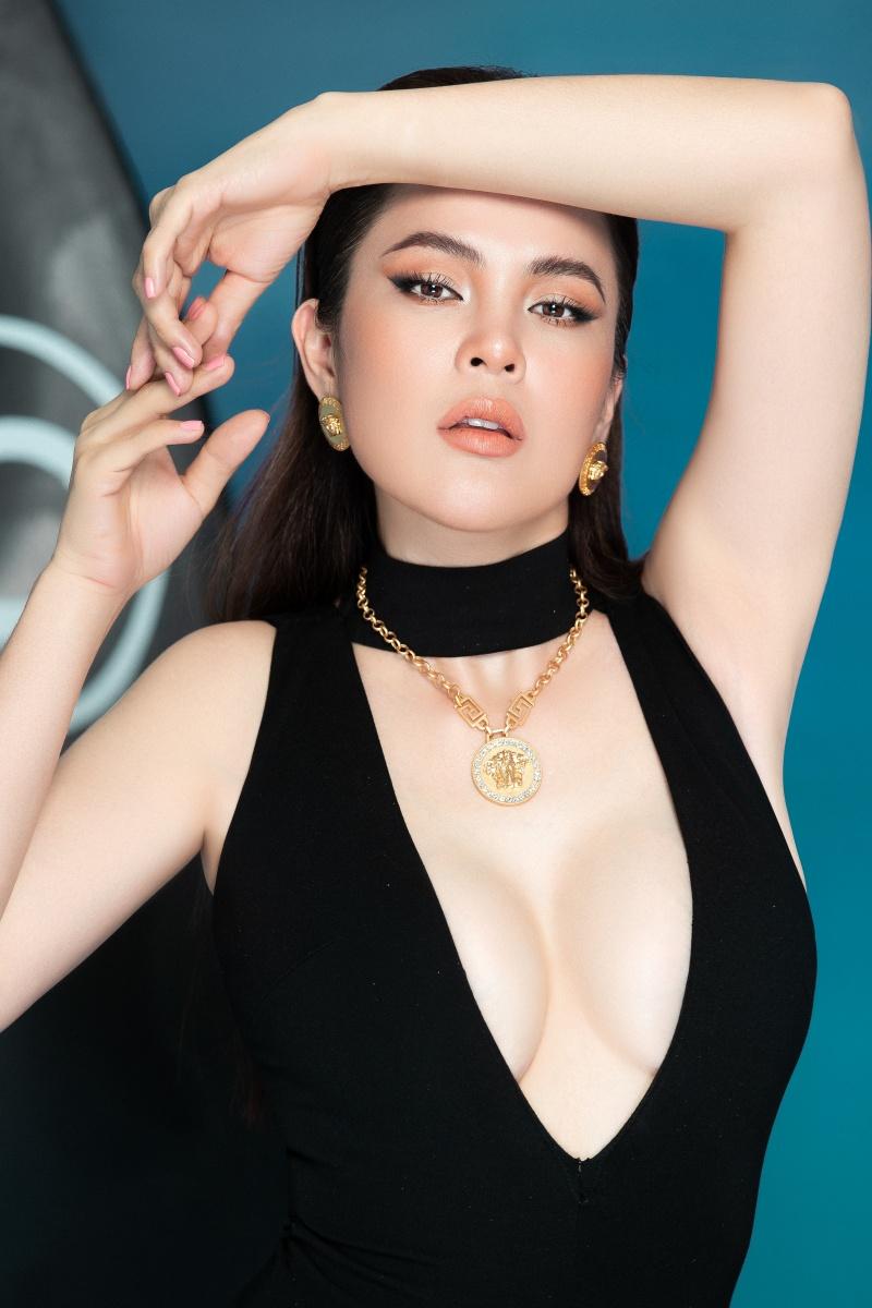 Hoa hậu ba con Phương Lê diện swimsuit sexy khoe vóc dáng đáng ganh tị 2