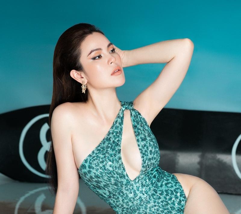 Hoa hậu ba con Phương Lê diện swimsuit sexy khoe vóc dáng đáng ganh tị 4