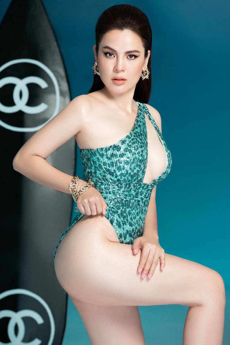 Hoa hậu ba con Phương Lê diện swimsuit sexy khoe vóc dáng đáng ganh tị 5