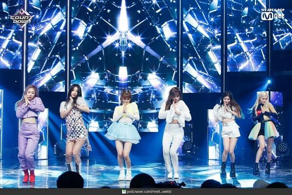 11 outfit 'khó hiểu' của các nhóm nhạc Kpop gần đây, BlackPink và BTS bất ngờ đứng top đầu 7