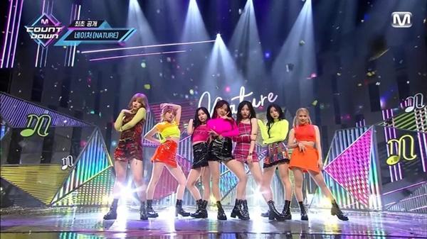 11 outfit 'khó hiểu' của các nhóm nhạc Kpop gần đây, BlackPink và BTS bất ngờ đứng top đầu 20
