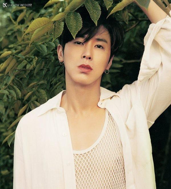 Không những quyên góp hàng triệu won chống Covid-19, Yunho (TVXQ) còn sáng chế khẩu trang loại mới, có thể ăn uống thoải mái khi đeo 6