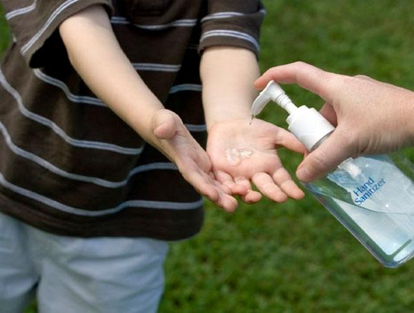 Sử dụng nước rửa tay khô được WHO khuyến cáo trong phòng ngừa Covid-19