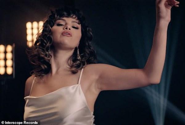 Tạo hình quyến rũ của Selena Gomez trong Dance Again.