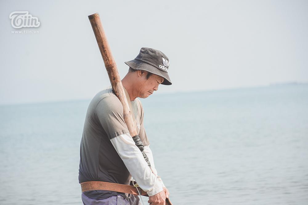 Phơi mình dưới nắng nóng, người dân Đà Nẵng cào ốc lễ kiếm thu nhập giữa mùa dịch 10
