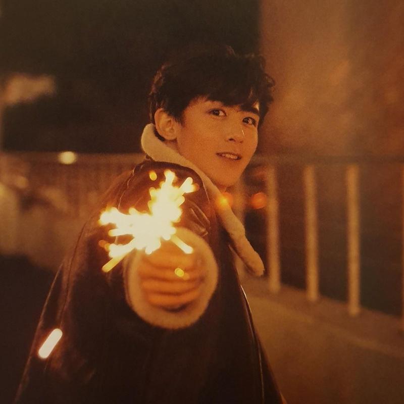 Trai đẹp làm gì cũng phải khác người: Đây là cách Nichkhun và 'đồng bọn' 2PM 'bye bye corona' 1