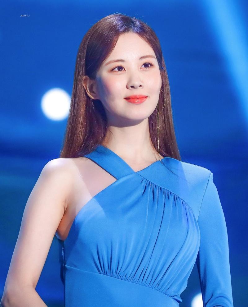 Riêng Seohyun, cô nàng chọn cách cover những bài hát nổi tiếng trong thời gian qua cho người hâm mộ thưởng thức. Kể từ sau khi rời SNSD, cũng đã nhiều năm rồi, các fan mới được nghe cô nàng cất giọng hát trở lại.