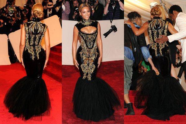 Bộ cánh đen lộng lẫy tại thảm đỏ Met Gala 2011 đã khiến Beyoncé phải nhờ đến sự trợ giúp của nhiều người khi bước xuống cầu thang. Chiếc đầm đuôi cá dáng đen bó sát được thêu rất tỉ mỉ tôn lên 3 vòng nóng bỏng nhưng cũng là nhược điểm khiến nữ ca sĩ di chuyển bất tiện. Nguồn ảnh: Dailymail