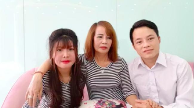 Quách Phượng gây bão khi xuất hiện trong livestream của vợ chồng cô dâu 63 tuổi.