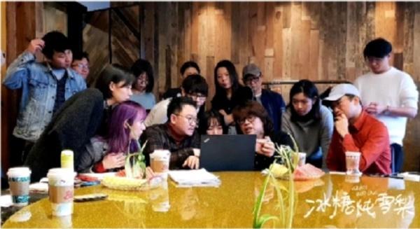 Vì đây là một đề tài khá mới trong thị trường phim Trung Quốc nên nhà sản xuất Lưu Ninh đã dẫn các nhân viên của tổ chế tác đến Hàn Quốc để giao lưu, học hỏi kinh nghiệm của ekip phim Đại biểu quốc gia (2009).