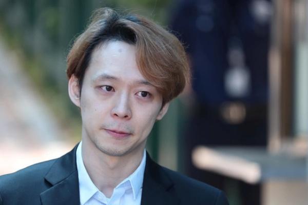 Trở lại sau tuyên bố giải nghệ, Yoochun gây phẫn nộ khi thu phí 1,2 triệu VNĐ cho mỗi fan muốn đăng ký vào FC 2