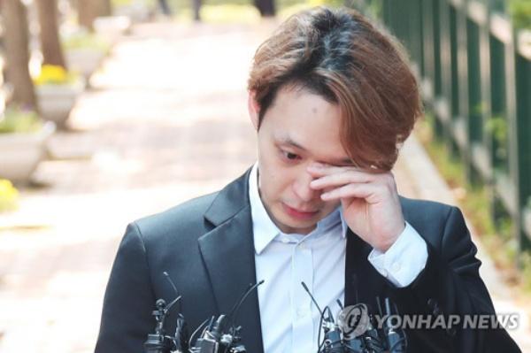 Trở lại sau tuyên bố giải nghệ, Yoochun gây phẫn nộ khi thu phí 1,2 triệu VNĐ cho mỗi fan muốn đăng ký vào FC 3