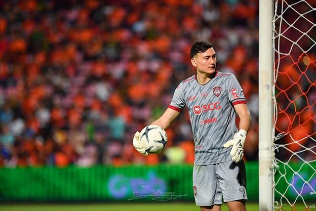 Thủ thành Đặng Văn Lâm đang phải cạnh tranh một suấttại CLB Muangthong United.