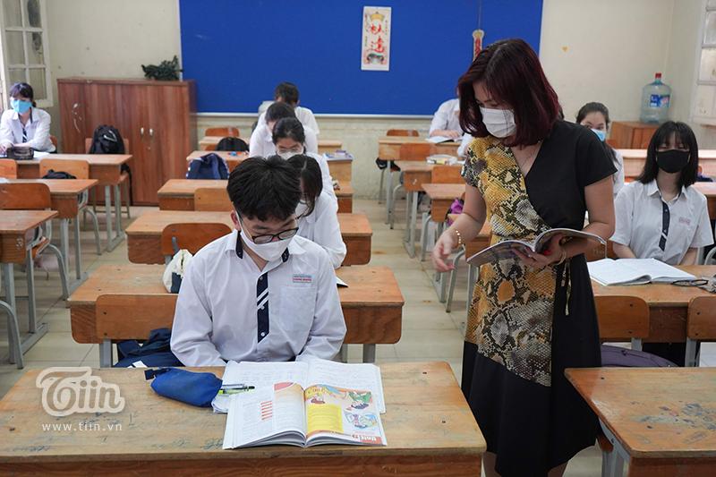 Học sinh THPT Trần Phú ngày đầu trở lại trường.