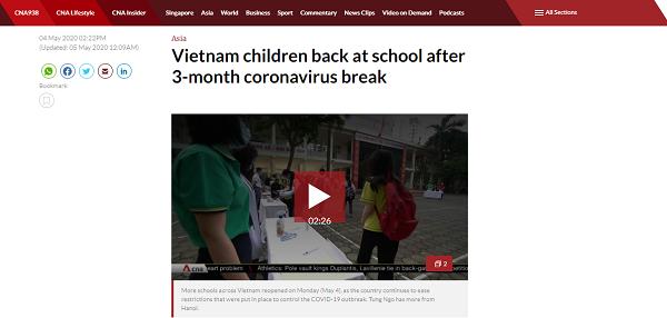 'Học sinh Việt Nam trở lại trường sau 3 tháng nghỉ dịch' - đây là dòng tít trênChannel News Asia (CNA) của Singapore.
