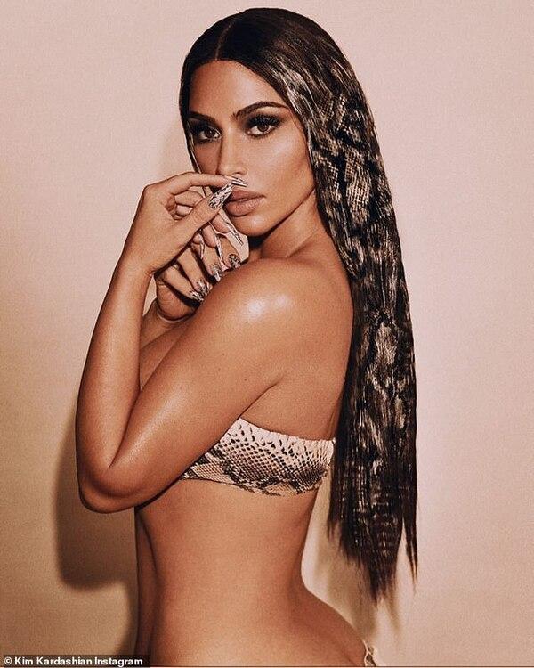 Kim Kardashian quyến rũ trong hình ảnh mới chia sẻ trên mạng xã hội.