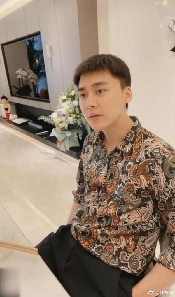 Lý Dịch Phong tiết lộ thấy Ngu Thư Hân dễ thương, dân mạng lập tức đưa lên Top 1 tìm kiếm 1