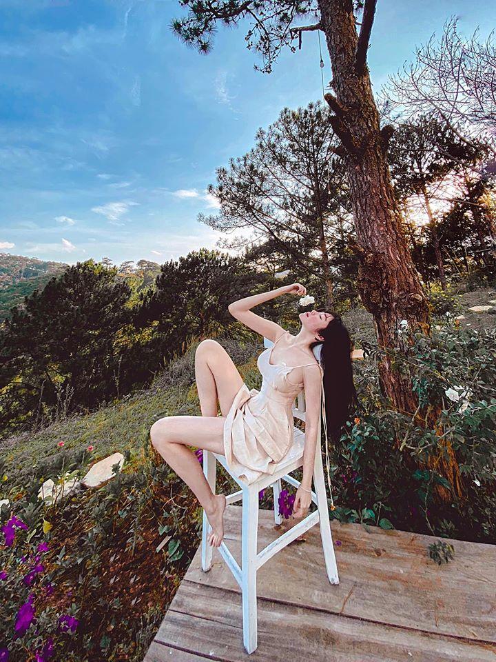 Elly Trần khiến fan 'mất máu' với bức ảnh khỏa thân thả dáng cực nuột nà 4