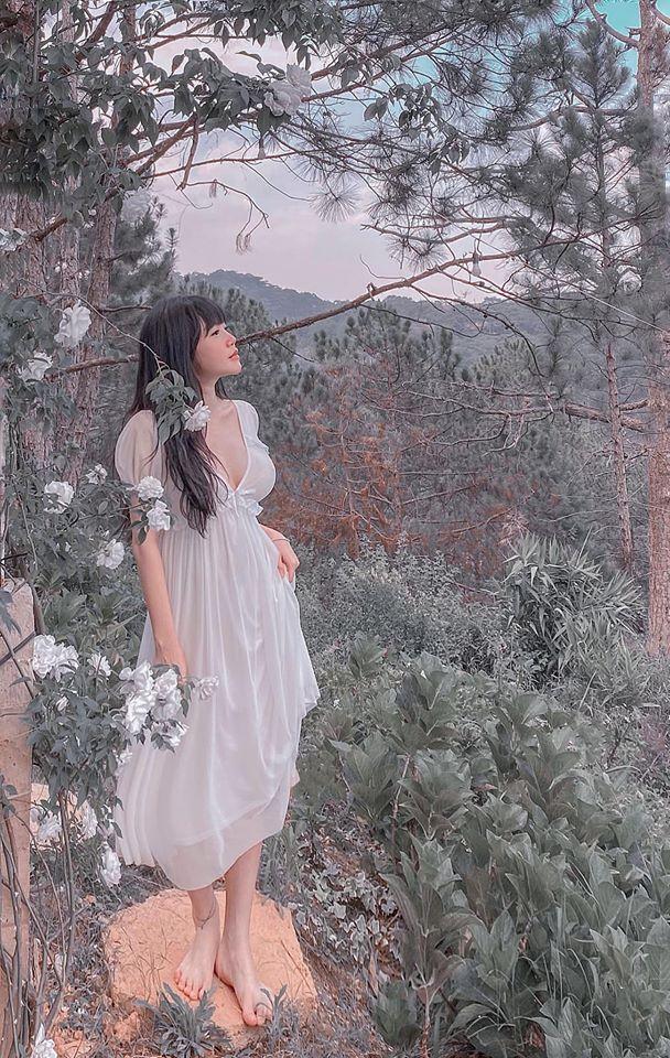 Elly Trần khiến fan 'mất máu' với bức ảnh khỏa thân thả dáng cực nuột nà 5
