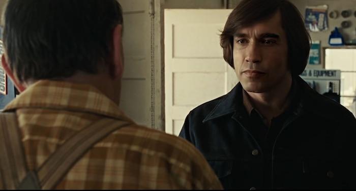 No Country for Old Men mang đến cho người xem một trong những khoảnh khắc đối đầu sát nhân hồi hộp nhất của điện ảnh thế kỷ 21.