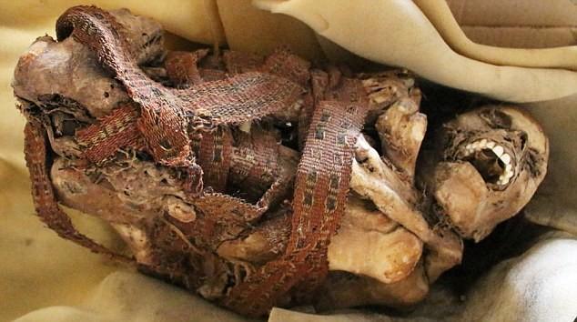 Tìm thấy xác ướp 900 tuổi há miệng cười trong tư thế kỳ lạ 1