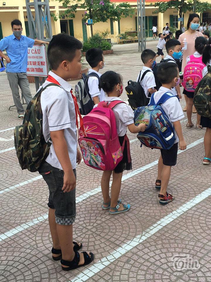 Từ các điểm trường trên toàn quốc: Học sinh tiểu học, mầm non ngày đầu trở lại lớp 14