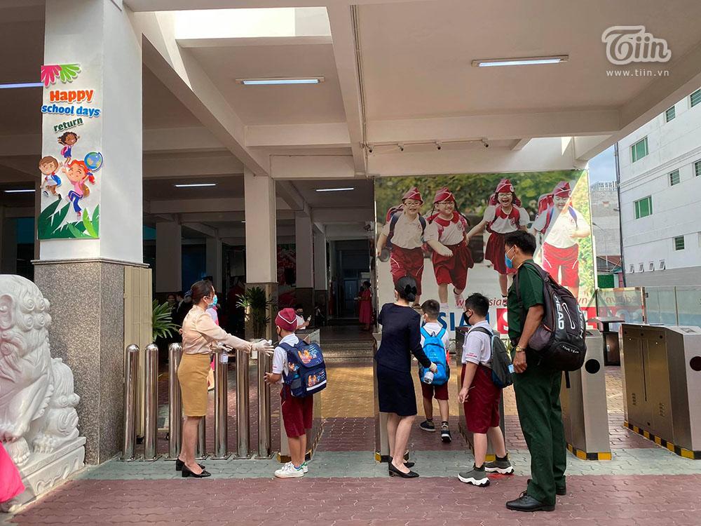 Từ các điểm trường trên toàn quốc: Học sinh tiểu học, mầm non ngày đầu trở lại lớp 26