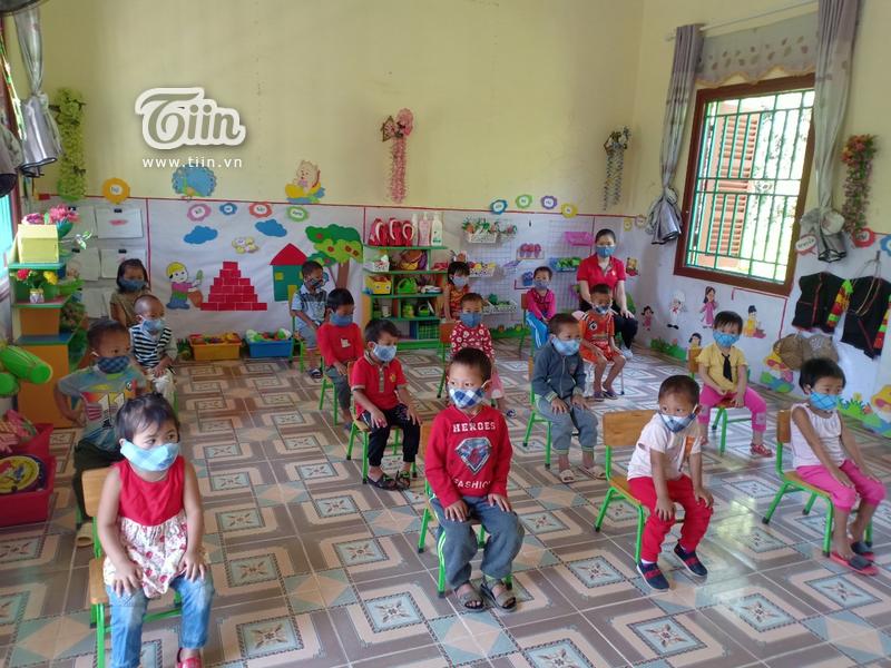 Học sinh Mường Tè (Lai Châu) trở lại trường: chân trần đi bộ đến lớp, ngoan ngoãn nghe lời cô giáo 4