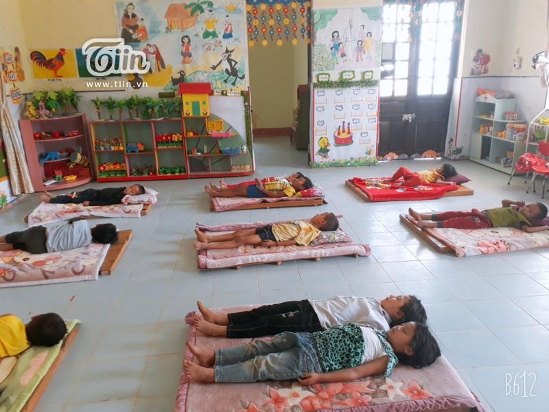 Học sinh Mường Tè (Lai Châu) trở lại trường: chân trần đi bộ đến lớp, ngoan ngoãn nghe lời cô giáo 5