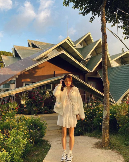 Cũng như nhiều cô gái khác từng được đồn đoán hẹn hò với Quang Hải, du học sinh Singapore cũng trở thành tâm điểm bàn tán lớn của dư luận. Đặc biệt là có không ít người vào tận trang cá nhân của Huỳnh Anh nói lời khiếm nhã.