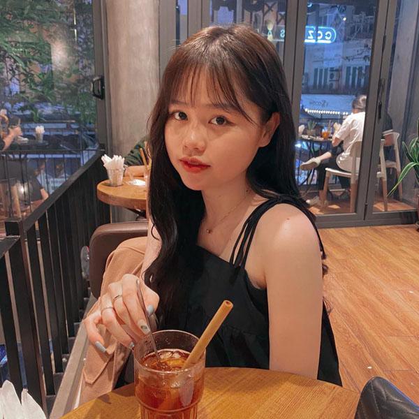 Huỳnh Anh sở hữu vẻ ngoài xinh xắn.
