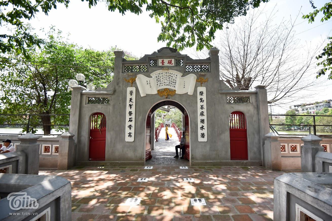 Các danh thắng nổi tiếng ở Hà Nội mở cửa đón khách sau khoảng thời gian dài đóng cửa vì Covid-19 0