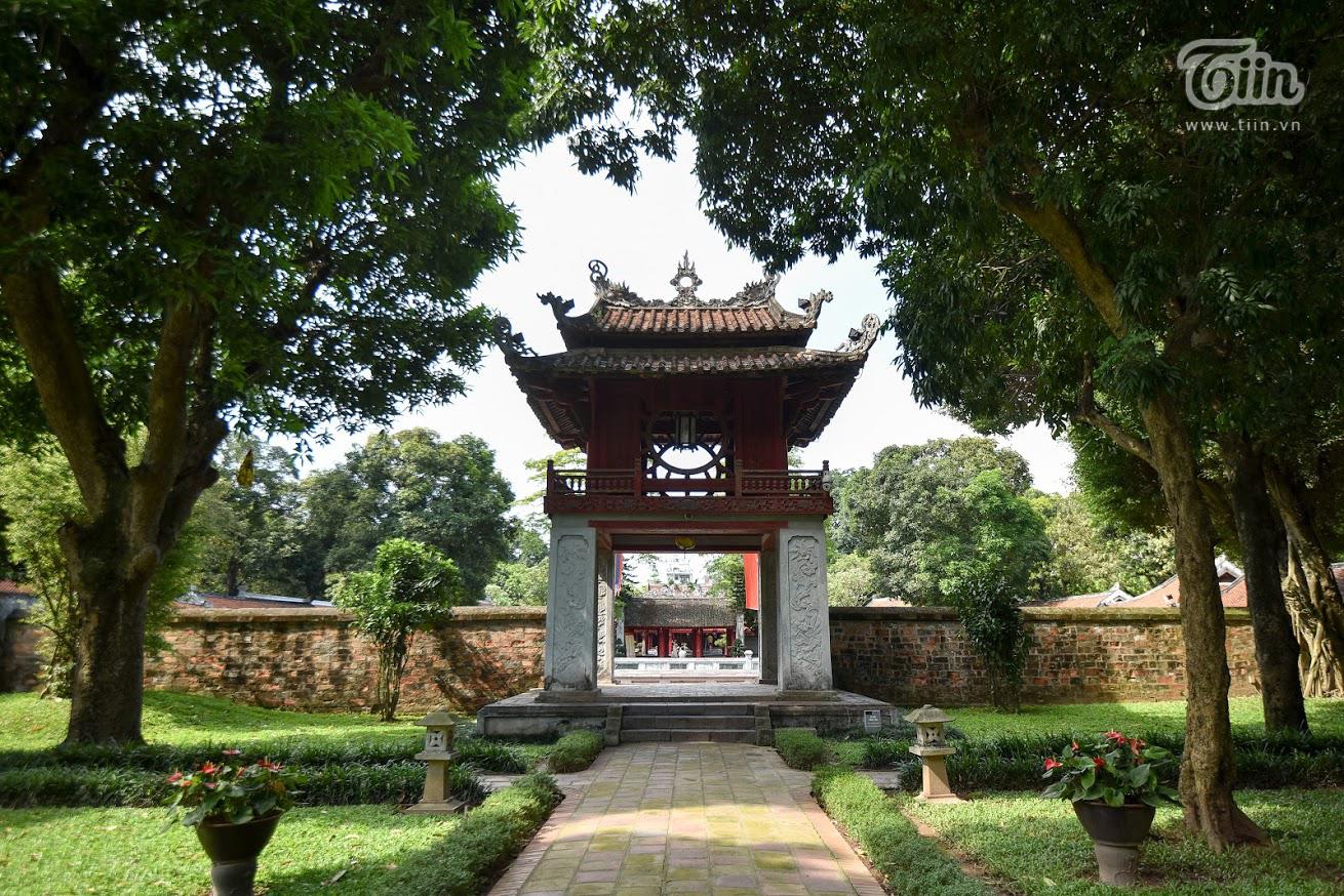 Các điểm đến nổi tiếng ở Hà Nội như: Hoàng thànhThăng Long, Nhà tù Hỏa Lò, Văn miếu, đền Ngọc Sơn,... đã đồng loạt mở cửa từ chiều ngày 14/5