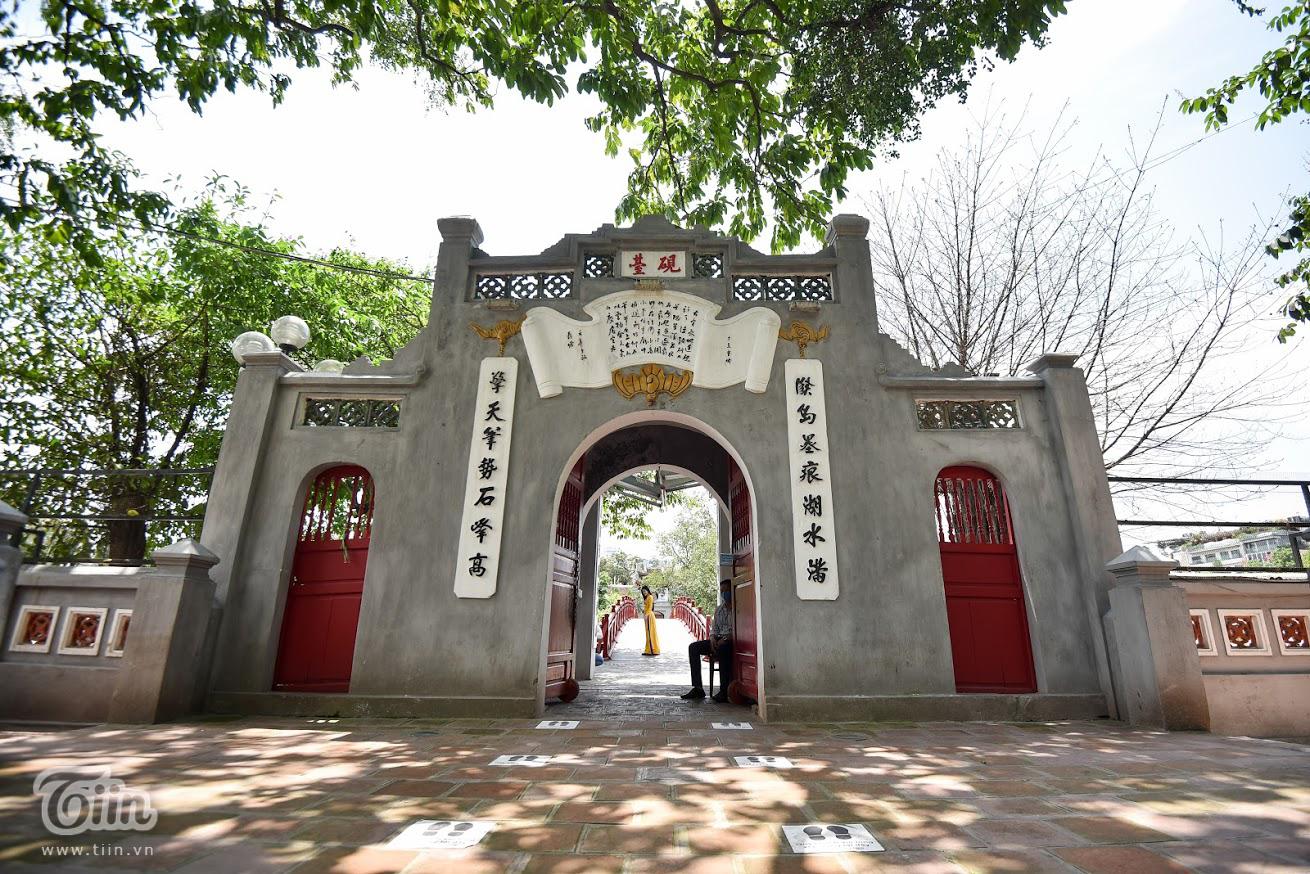 Các danh thắng nổi tiếng ở Hà Nội mở cửa đón khách sau khoảng thời gian dài đóng cửa vì Covid-19 4
