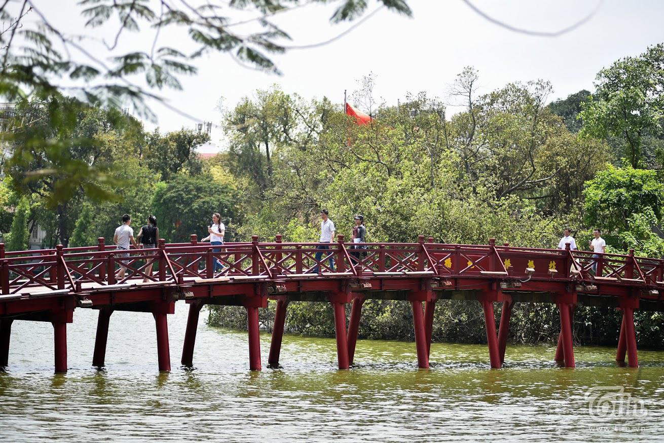 Các danh thắng nổi tiếng ở Hà Nội mở cửa đón khách sau khoảng thời gian dài đóng cửa vì Covid-19 6