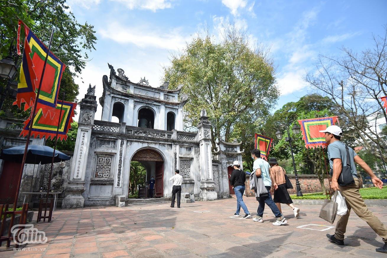 Các danh thắng nổi tiếng ở Hà Nội mở cửa đón khách sau khoảng thời gian dài đóng cửa vì Covid-19 11