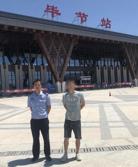Cảnh sát phải mua vé tàu cho anh Khương trở về nhà tại thành phố Trùng Khánh. Ảnh: gmw.cn