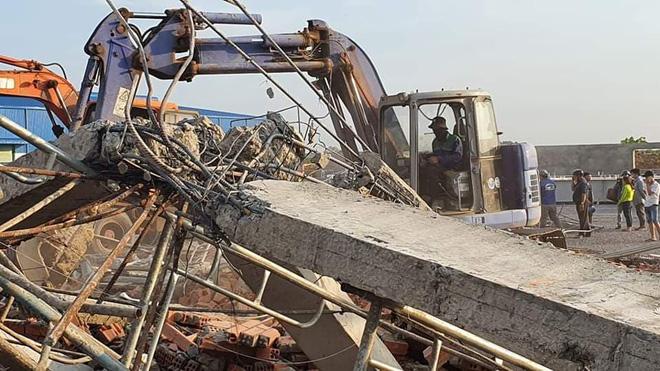 Vụ sập tường khiến 10 người tử vong.
