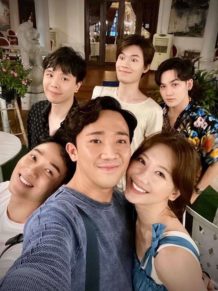 Sinh nhật Trịnh Thăng Bình, vợ chồng Trấn Thành - Hari Won còn 'chơi lớn' khao từ A đến Z.