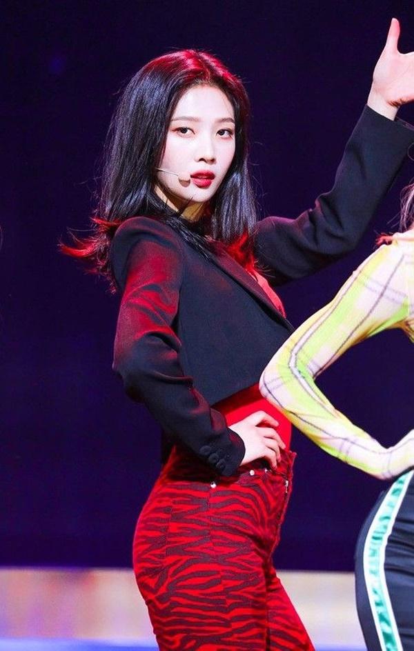 5 nữ Idol sở hữu gương mặt học sinh nhưng phong cách thời trang 'phụ huynh': có tận 2 thành viên của Black Pink cùng góp mặt 9