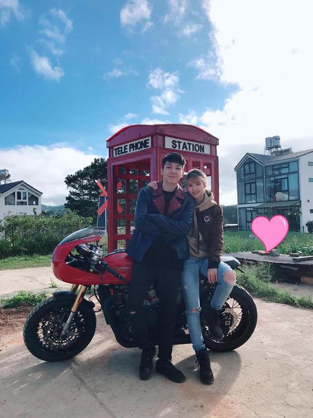 Vợ chồng Khởi My - Kelvin Khánh có cùng một sở thích đó là đi phượt. Cặp đôi hay 'đưa nhau đi trốn', khám phá nhiều nơi trên chiếc xe phân khối lớn.