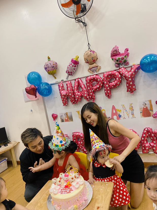 Gình nhỏ của Hoài Lâm đoàn tụtổ chức sinh nhật chobé Gà Gà tròn 2 tuổi.