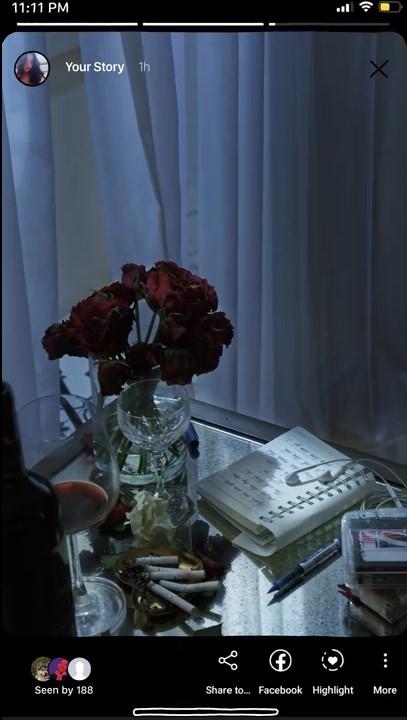 MV mở đầu bằng một vài hình ảnh thả thính của Bích Phương.