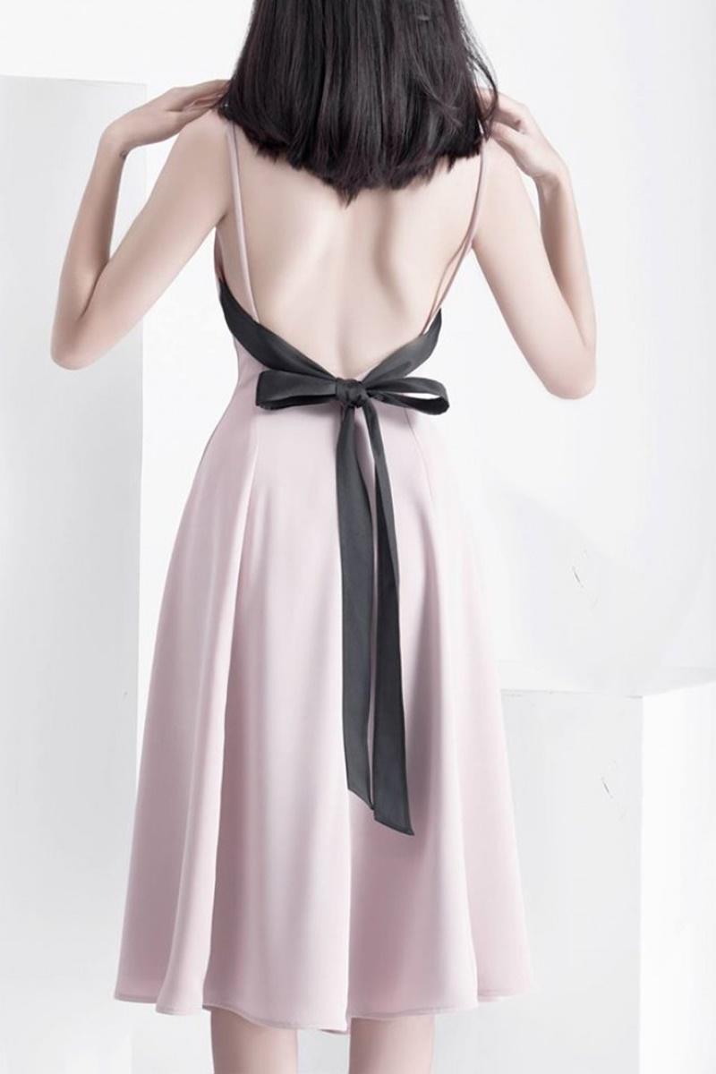5 lưu ý khi mặc đầm hở lưng giúp bạn quyến rũ hơn bội phần 0