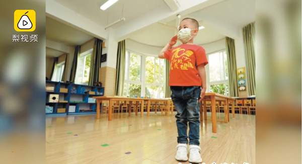 Trung Quốc: Trường mầm non mở cửa đón học sinh, lớp 27 em chỉ có một cậu bé đi học 2