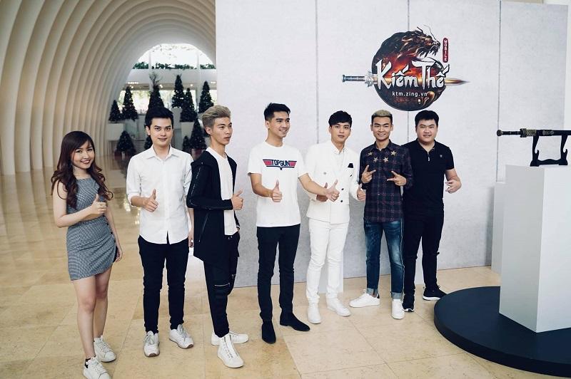Hải Mõm cùng dàn hot streamer: Uyên Pu, WinD, Quang Cuốn, PewPew và ca sĩ Hồ Quang Hiếu.