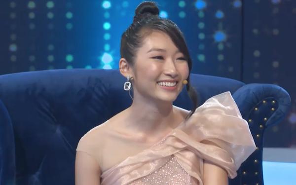 Kiểu tóc không phù hợp khiến nhan sắc của Thanh Khoa bị 'dìm hàng' đáng kể khi xuất hiện trong chương trình.