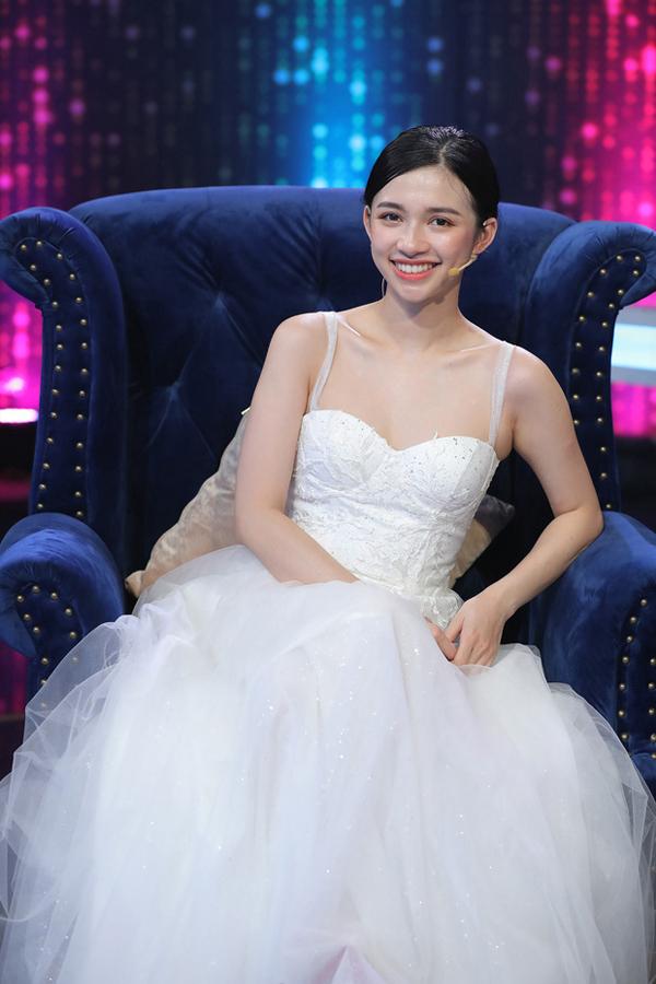Diễm Quỳnh - nữ chính tập 2 Người ấy là ai cũng từng xuất hiện kém xinh bởi kiểu tóc không phù hợp.