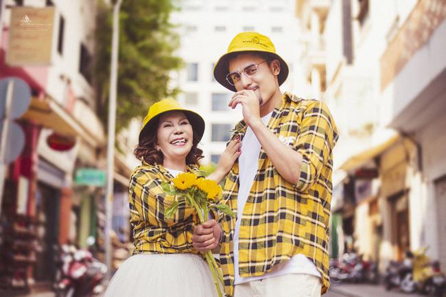 Cô dâu 65 tuổi lấy chồng ngoại 24 tuổi khoe ảnh cưới 'cực ngầu' sau khi gặp mặt cặp đôi vợ chồng 62 - 26 8