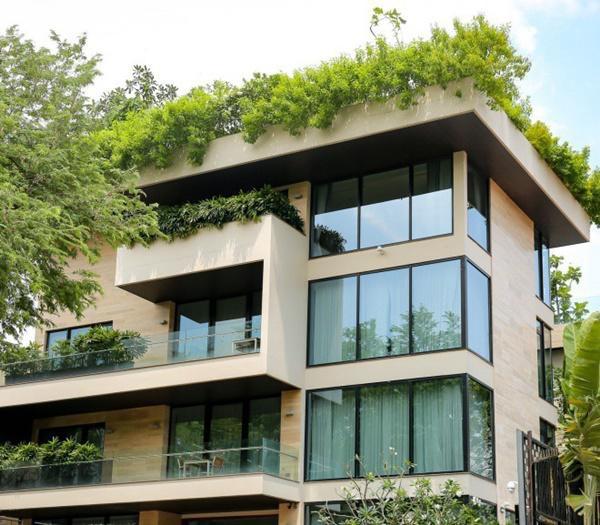 Thiết kế của biệt thự tối giản và hiện đại, sang trọng với gam màu trắng và be chủ đạo.